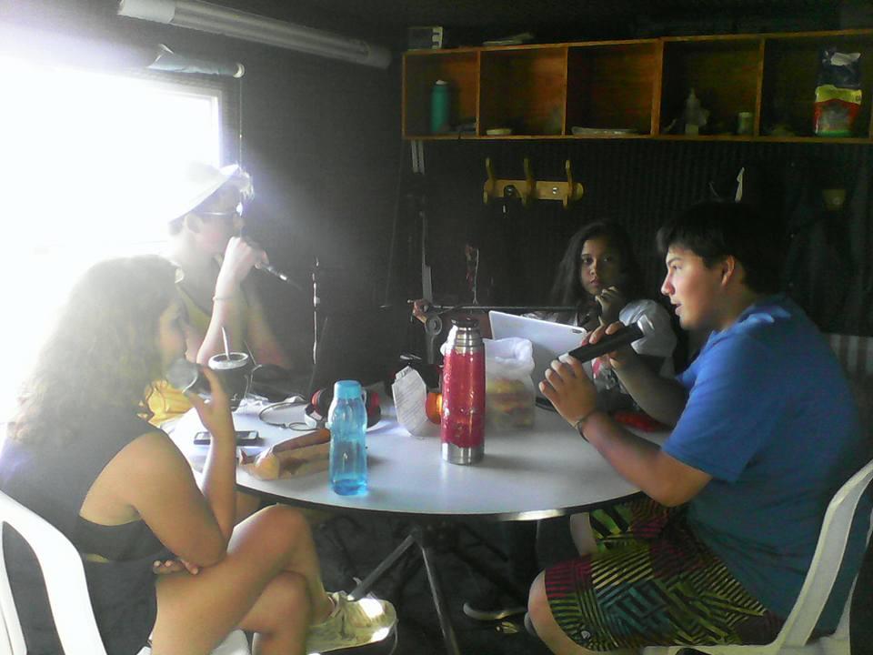 los pibes en la radio playa