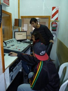 pibes y la radio operando